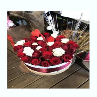 Boxe de roses blanches et...