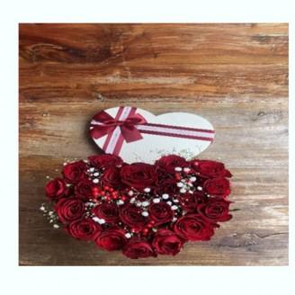 Boxe de roses rouges forme...